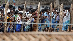 Sri Lankan IDPs behind barbed wire